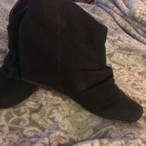 Size 8 low wedge boot